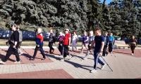 Занятия в клубе любителей скандинавской ходьбы на базе центра «Участие» города Курска